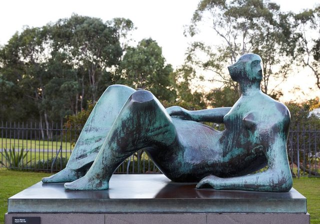 An image of Reclining figure: Angles