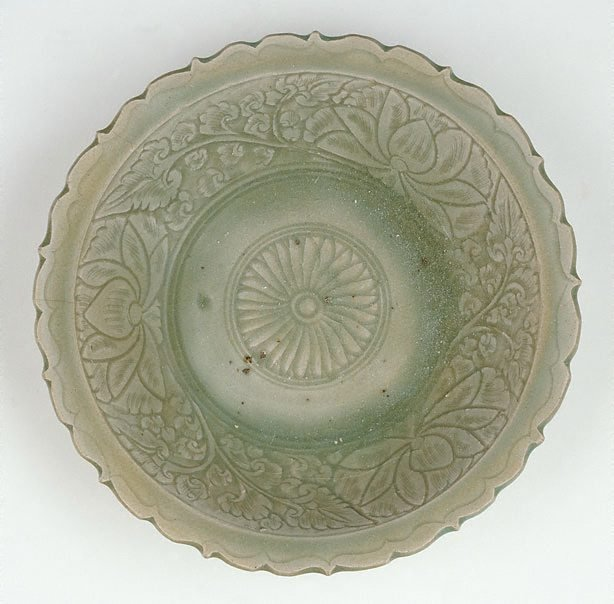 An image of Deep circular bowl with everted foliate rim