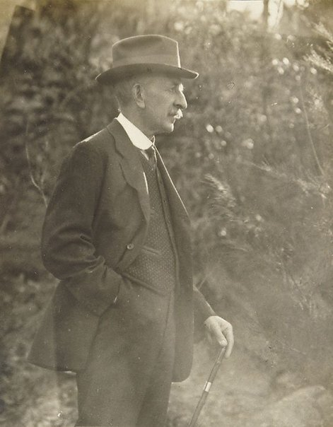 An image of E.F. Broad of the Photographic Society of N.S.W. by Harold Cazneaux