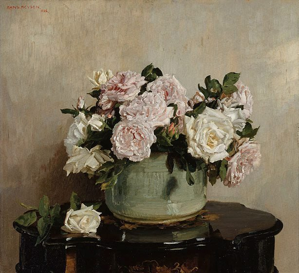 An image of A bowl of roses
