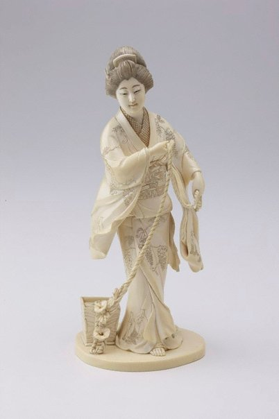 An image of Figure of lady drawing water (okimono) by TÔZAN