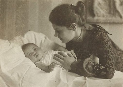 An image of Mother and child by Rudolph Dührkoop