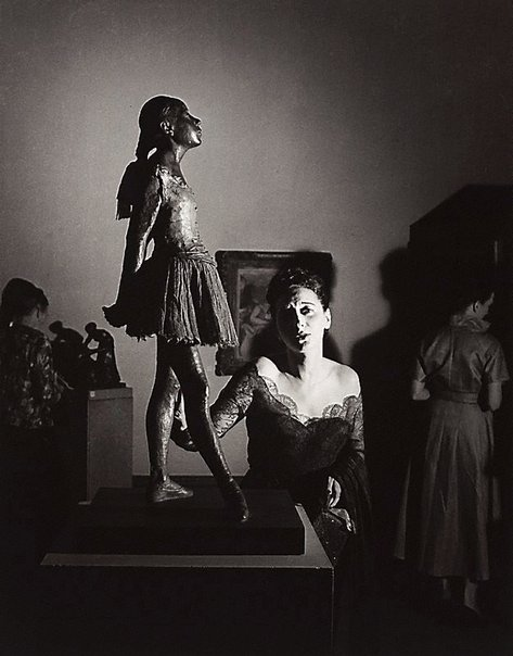 An image of Tondi Adams with Degas statue, Epstein retrospective, Tate Gallery, London by David Potts