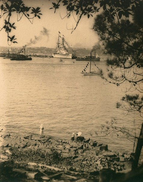 An image of Untitled (HMS Renown taken from Kurraba Point, Sydney Harbour at the time of the visit of the Duke and Duchess of York) by Harold Cazneaux