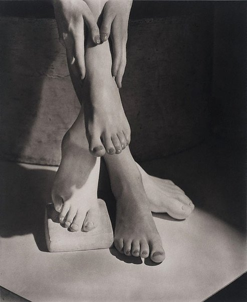 An image of Barefoot beauty New York by Horst P. Horst