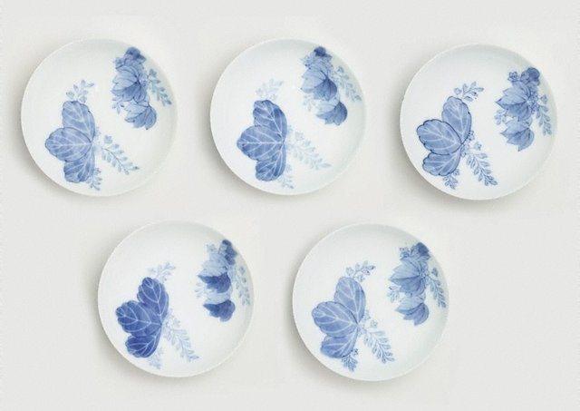 An image of Set of 5 round dishes with Paulownia design