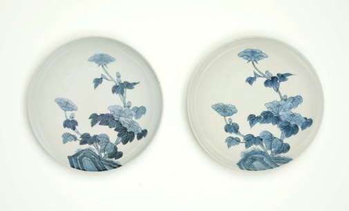 An image of Set of 2 round dishes with décor of hibiscus and garden rock by Arita ware/ Nabeshima style