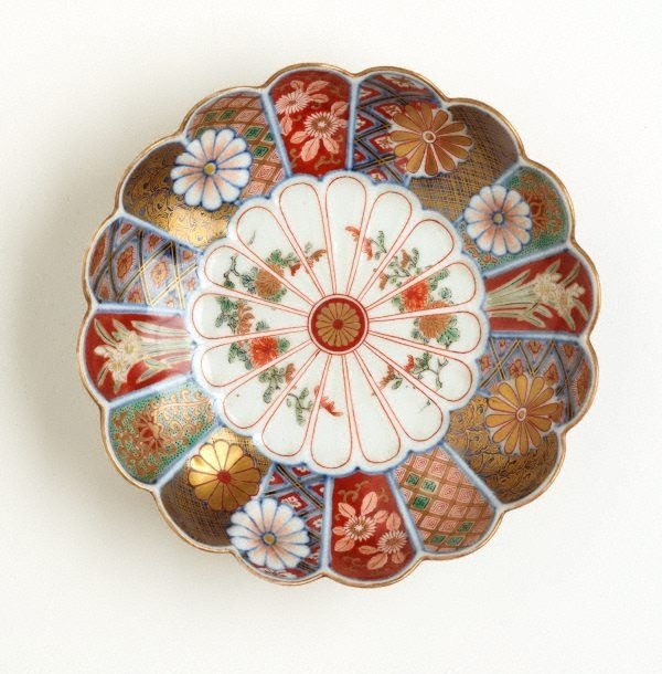 An image of Dish in shape of 16-petal chrysanthemum