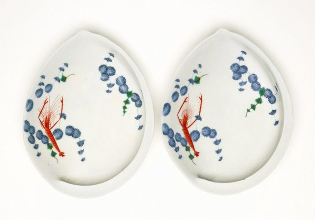 An image of Set of 2 abalone shaped dishes with décor of prawn and pine leaves