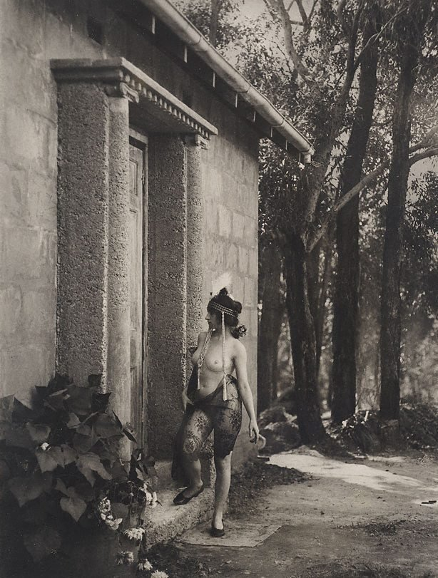 An image of Model at studio door, Springwood
