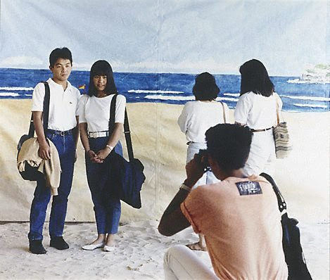 An image of The tourists by Anne Zahalka