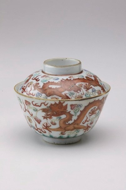 An image of 'Wucai' covered bowl with dragon and floral designs by Jingdezhen ware