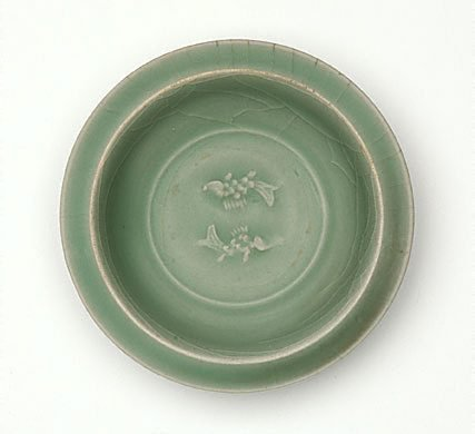 An image of Dish with fish decoration by Longquan ware