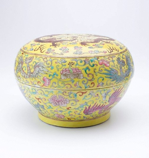 An image of Covered bowl by