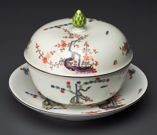 An image of Tureen, cover and stand by Meissen