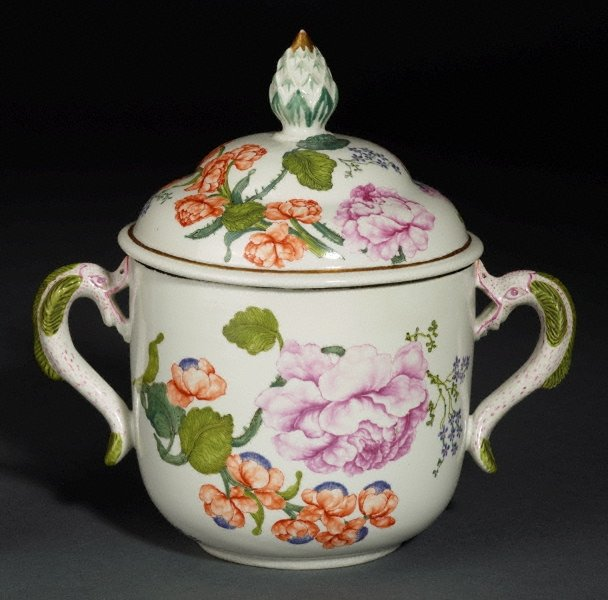 An image of Ollio tureen and cover