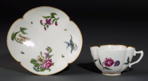 An image of Cup and saucer (tasse à qustre pans ronds) by Vincennes