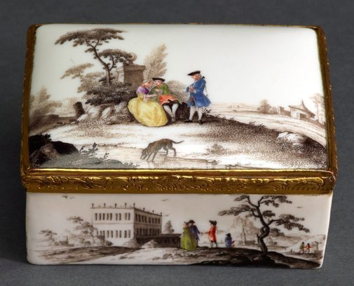An image of Snuff box by Vienna porcelain