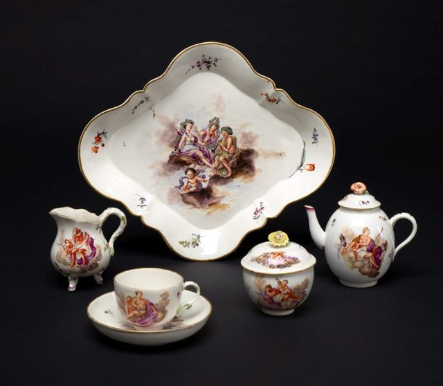 An image of Tea service