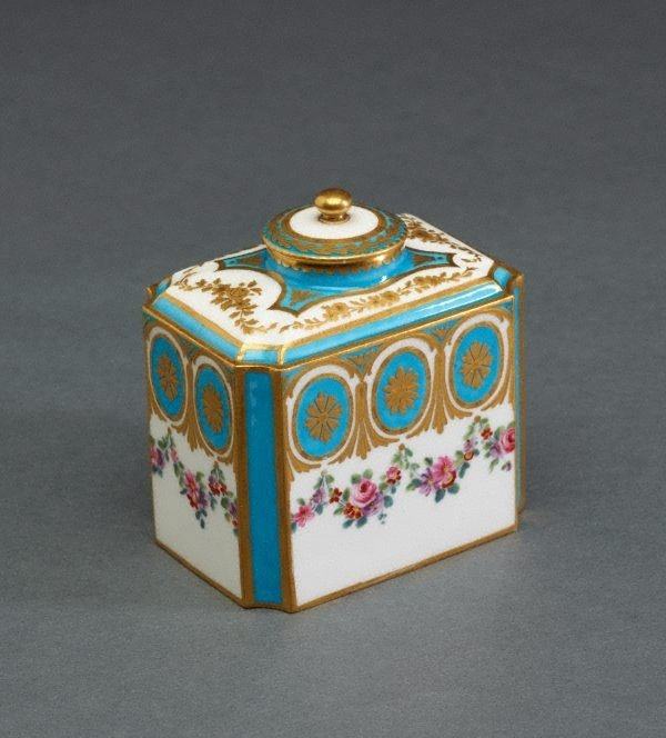 An image of Tea canister and cover