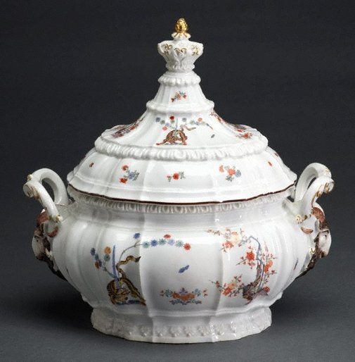 An image of Tureen and cover by Meissen