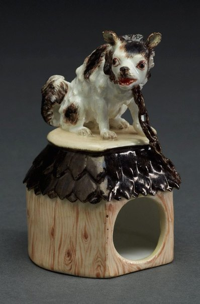 An image of Dog on kennel by Meissen