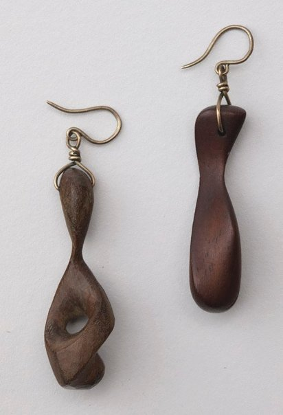 An image of No. 31A Marie Gardiner's earrings by Robert Klippel