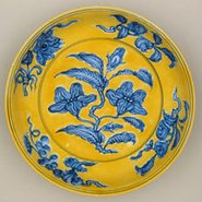 Image: Jingdezhen ware Dish with gardenia spray design 1488-1505
